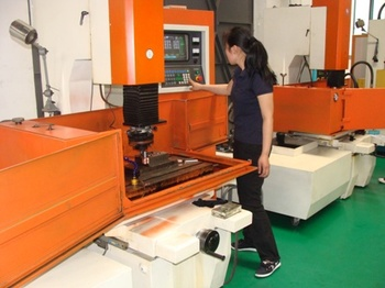 Factory Injection Molding Makers Manufacturers Molds